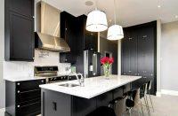 Черно-белая кухня – идеальная почва для экспериментирования, позволяющая создать самые необычные интерьеры