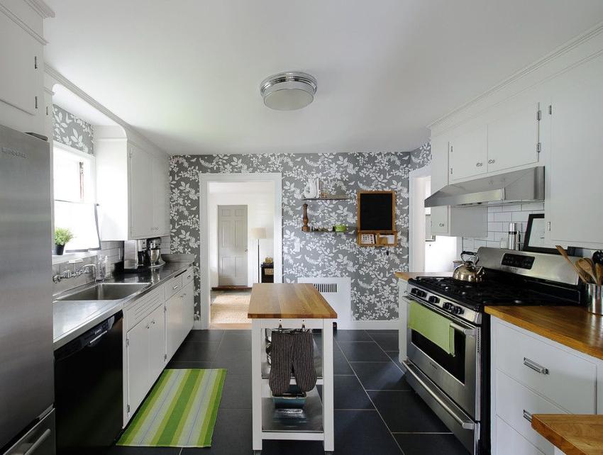 Главное условие для обоев на кухне – узор должен включать исключительно два тона