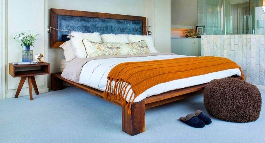 Единственное, что придется делать с деревянной кроватью, так это ее реставрировать