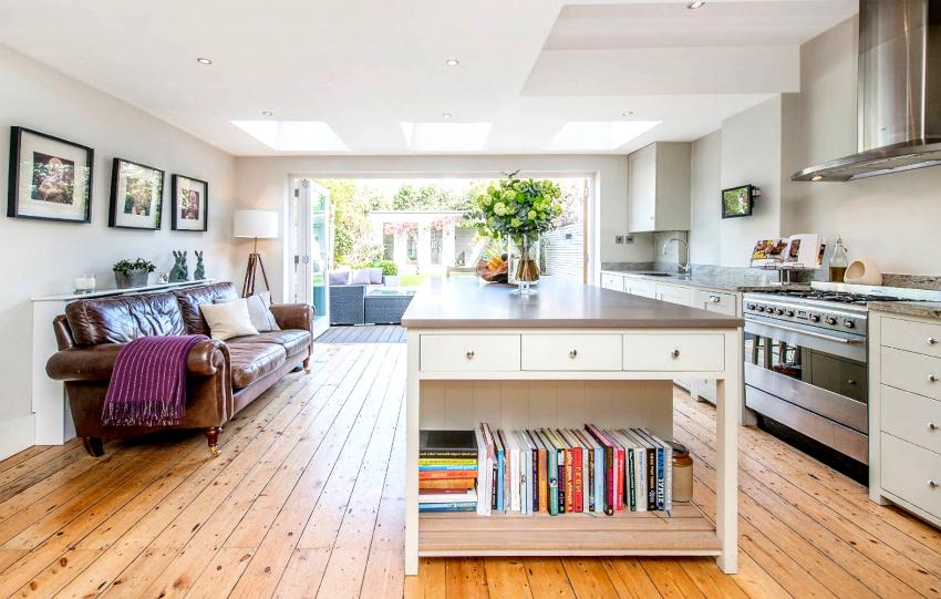 Прямые кухонные диваны смотрятся презентабельно и элегантно