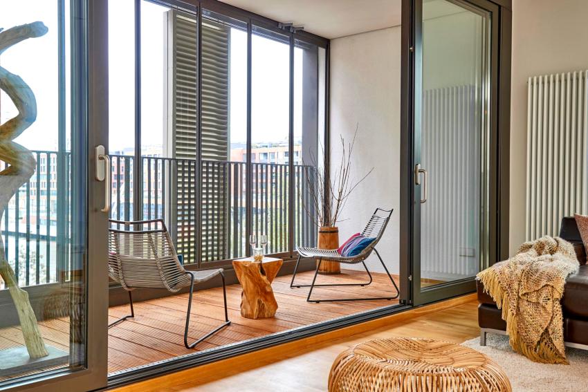 Материалы для ремонта балкона, должны отличаться устойчивостью к выгоранию и повышенной влажности