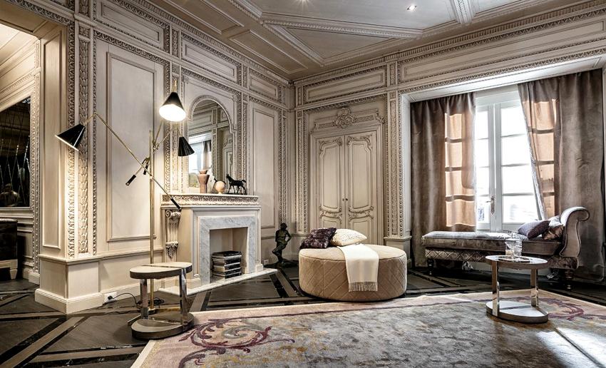 В классическом стиле можно использовать не только обои, но и декоративную штукатурку