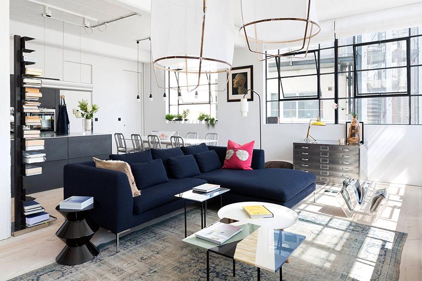 Богемный лофт оформляется в светлой гамме, в помещении располагаются элегантная мебель и аксессуары
