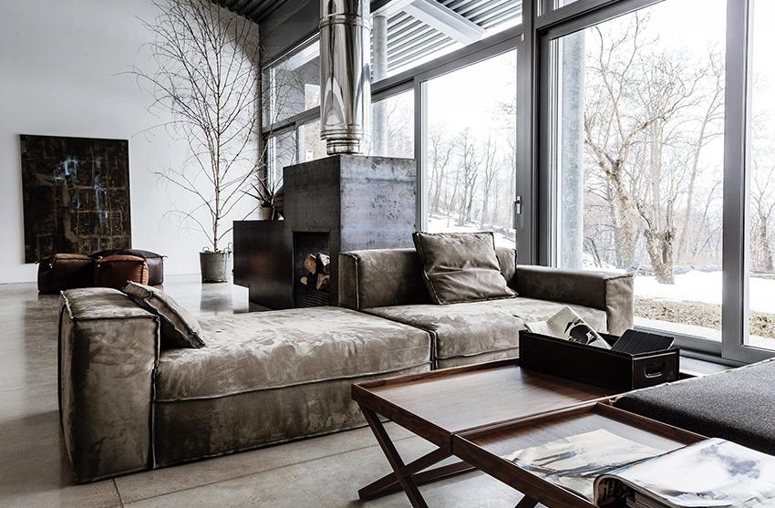 Неотъемлемой частью лофта должен стать большой удобный диван