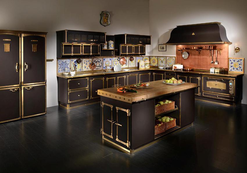 Кухонный гарнитур в классическом стиле может быть очень нарядным или, наоборот, очень строгим