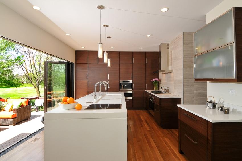 При покупке мебели, важно не только учитывать, что входит в кухонный гарнитур, но и как он устроен внутри