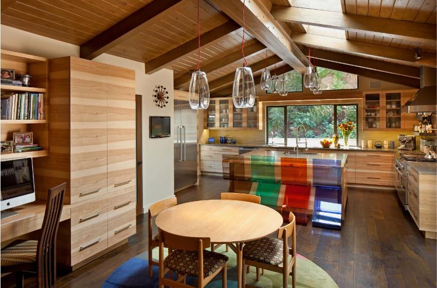В зависимости от планировки кухонные гарнитуры могут быть разнообразных видов