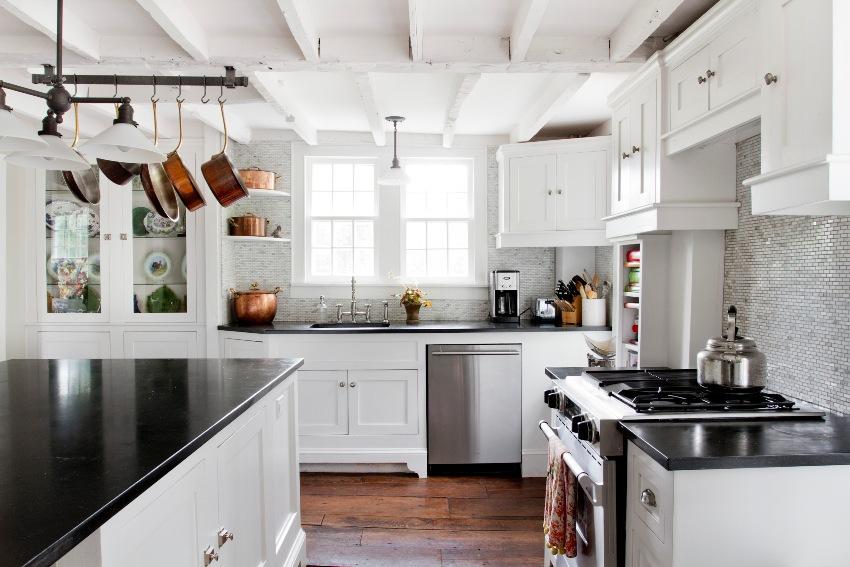 Фасады из массива дерева используются в элитных кухонных гарнитурах