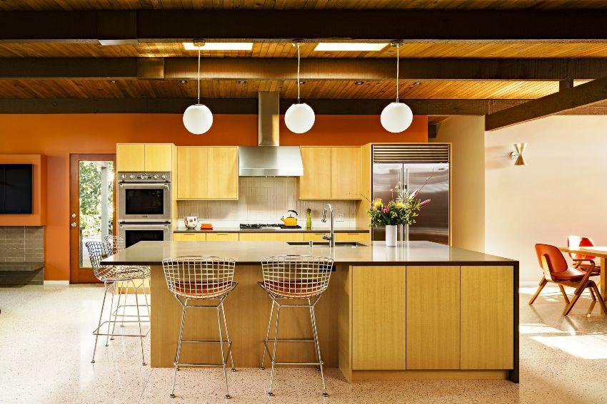 Обычно для изготовления корпусов мебели применяют три вида материалов: ДСП, МДФ и массив