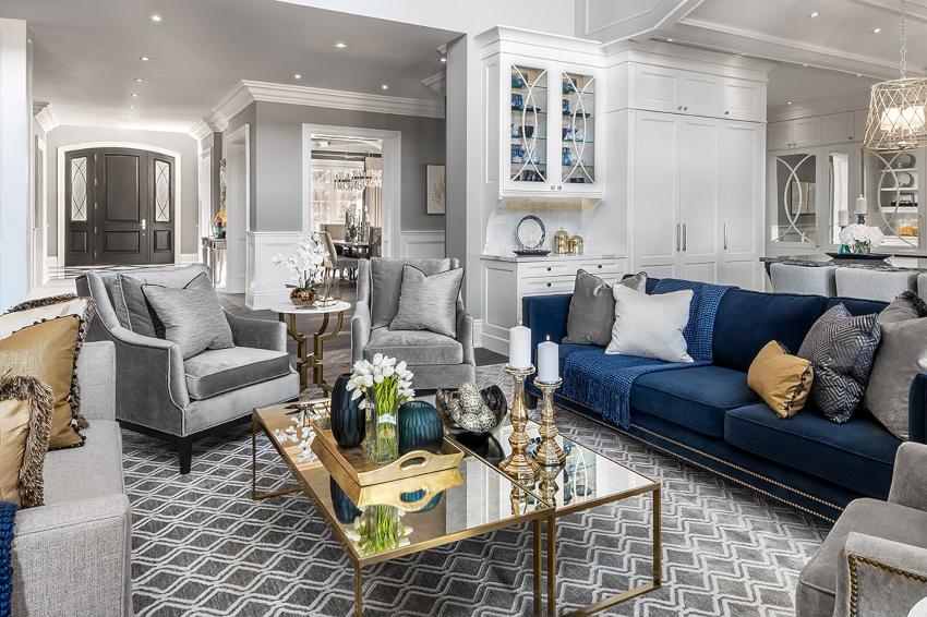 Лаконичный интерьер для гостиной удастся создать с помощью серого или синего цвета