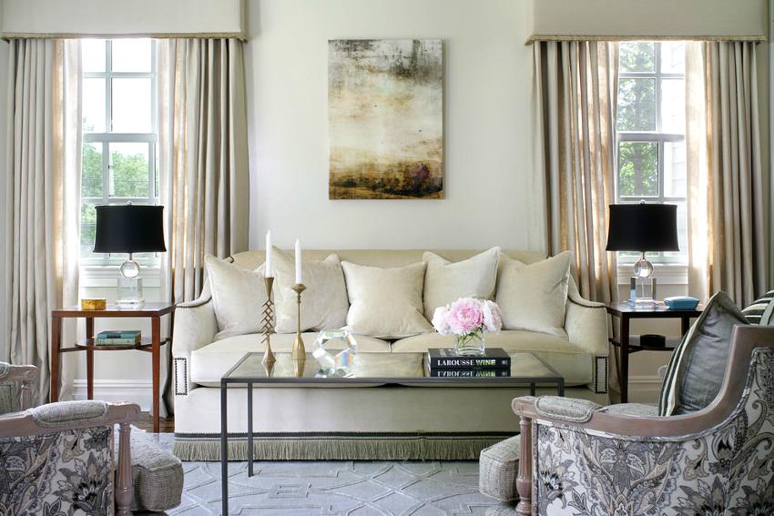 Существует два варианта, способствующие расширению небольшого зала: перепланировка и использование дизайнерских приемов