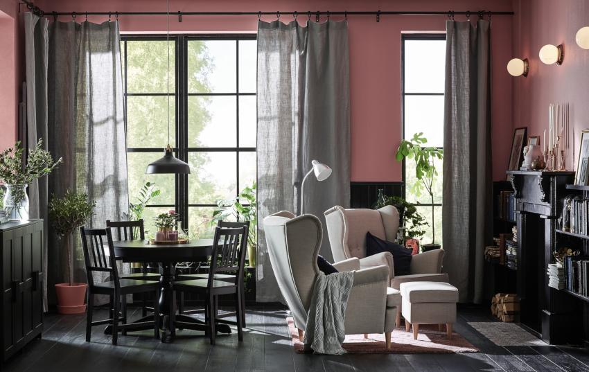 Шторы должны гармонировать по цвету с мягкой обивкой мебели