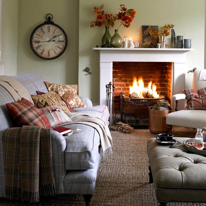 Важным элементом гостиной в частном доме является настоящий дровяной камин
