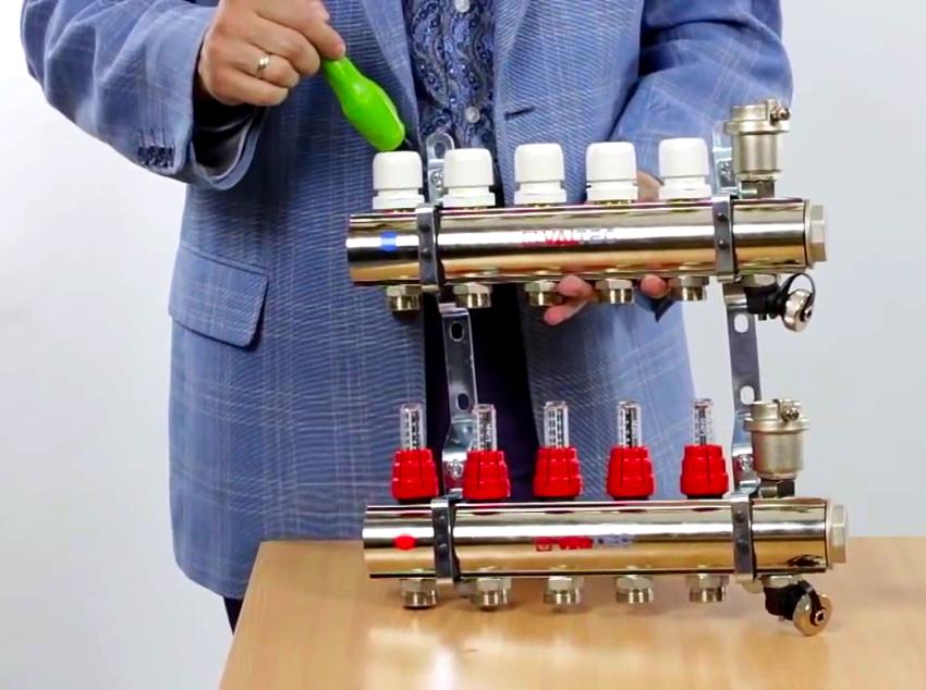 Устройство может быть выполнено в любой модификации, что позволяет адаптироваться под разнообразные отопительные системы