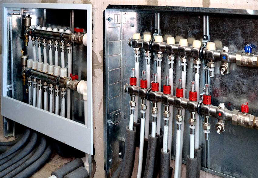 Каждый выход устройства имеет выпускной вентиль и регулировочный или отсекающий кран