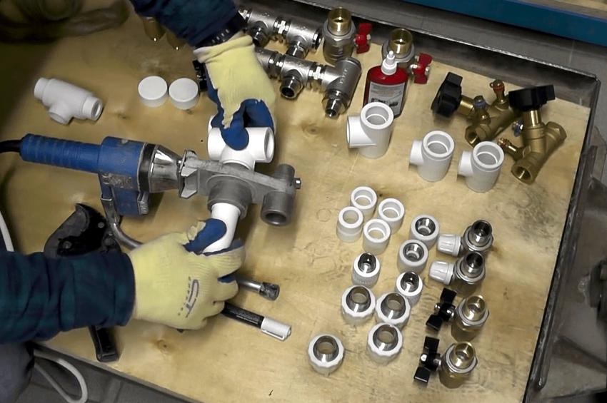 Для производства коллектора отопления из полипропилена понадобятся труба диаметром 32 мм и тройники 32х32х16 мм