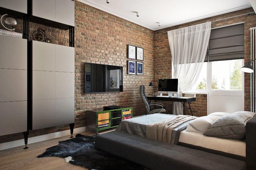 Часто для контраста одну из четырёх стен покрывают кирпичной кладкой или металлической штукатуркой
