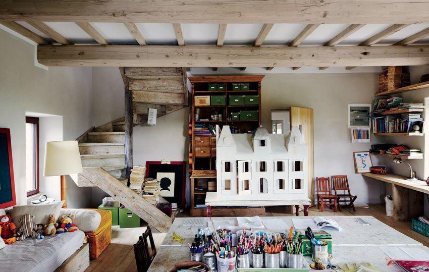 Все элементы мебели в детской комнате необязательно должны быть сочетаемыми