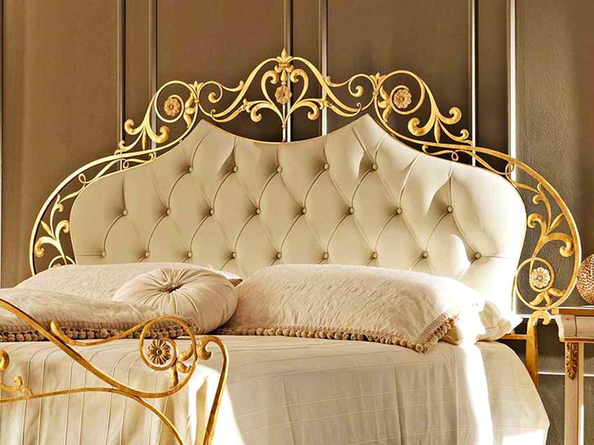 Кованая кровать ручной работы имеет минимальную цену 80 тыс. руб.