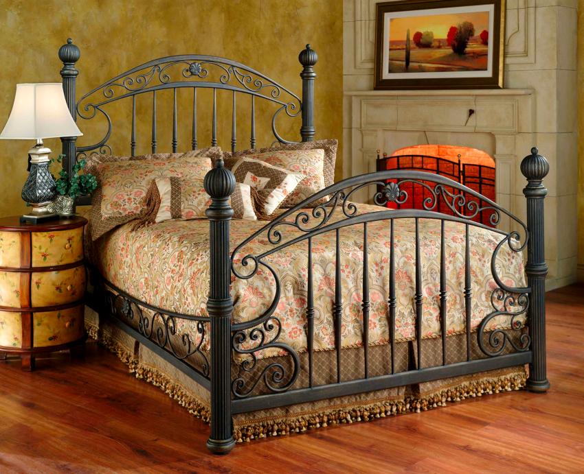 Кроме массы преимуществ, кованые кровати имеют и недостатки - это большой вес и холодный на ощупь металл