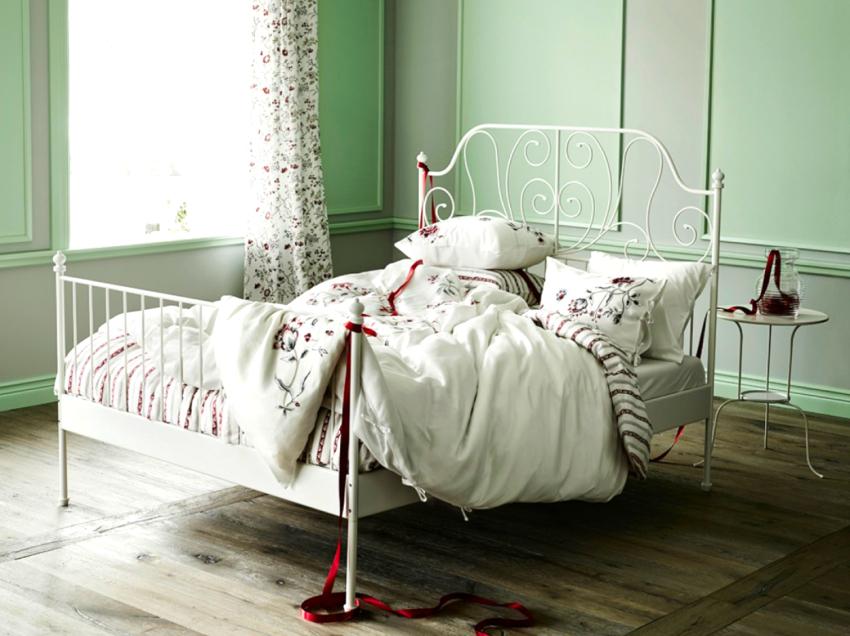 Завершающим этапом изготовления кованой кровати является обработка металлических поверхностей и нанесение покрытия