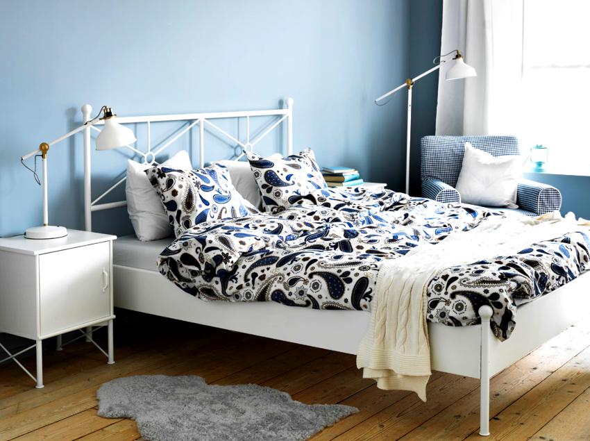 Особой популярностью пользуются кованые кровати IKEA, цена стартует от 30 тыс. руб.