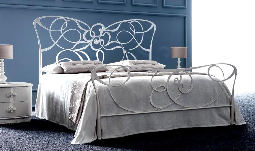 Белую кованую кровать отличает визуальная легкость, чистота и выразительность линий