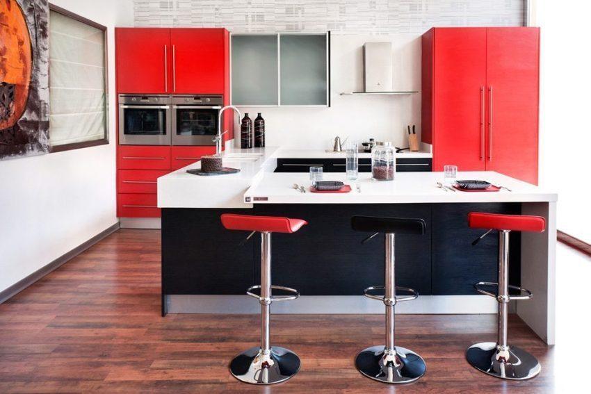 Чёрный цвет на кухне способствует концентрации внимания во время приготовления и потребления пищи