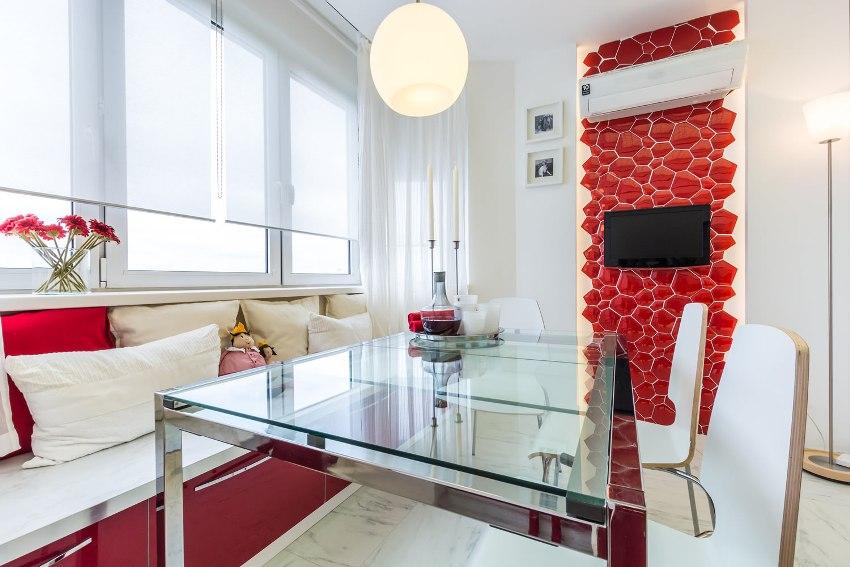Для оформления интерьера кухни в красном цвете лучше выбрать мягкие теплые тона красного