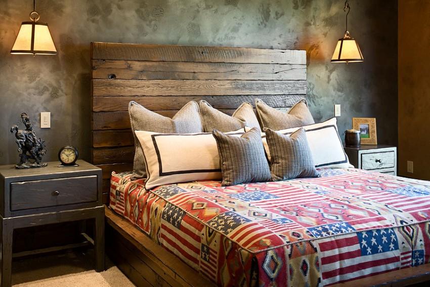 Кровати из твердых пород имеют очень высокую прочность, но из-за сложности технологического процесса, стоят значительно дороже