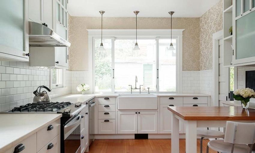 Дизайн кухонного гарнитура непременно должен перекликаться с общей отделкой помещения