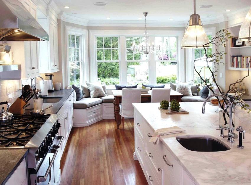 При достаточной вместительности диван должен быть компактным, чтобы не мешать свободному передвижению и комфортному пользованию кухней