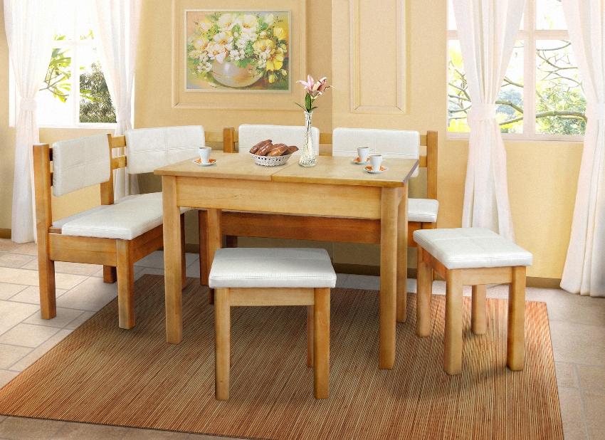 Кухонный уголок дополнительно комплектуется обеденным столом и стульями