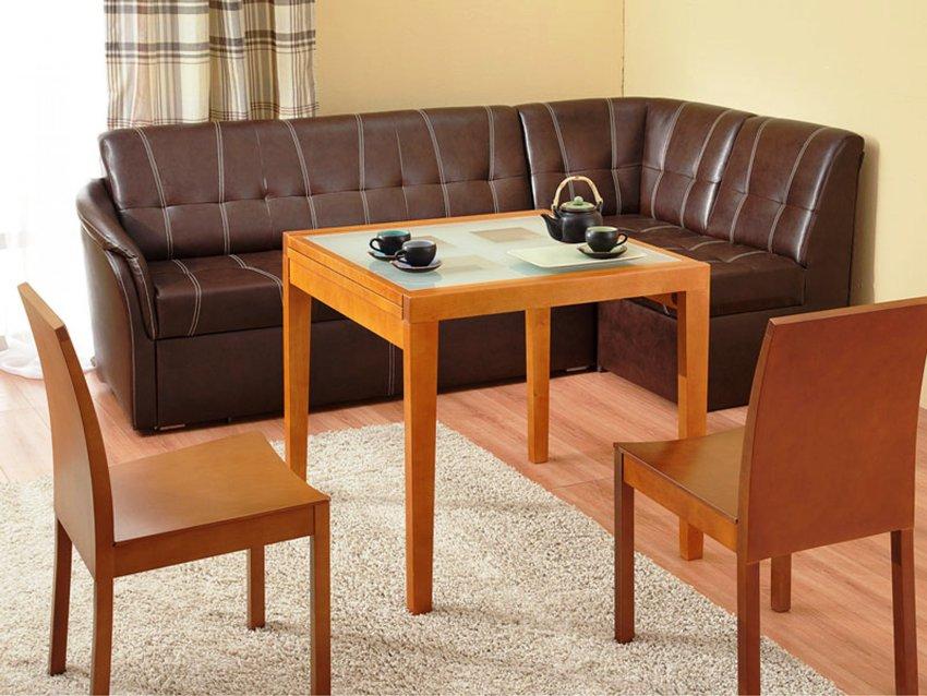 Мягкий уголок со спальным местом может превратить кухню на некоторое время в комнату отдыха