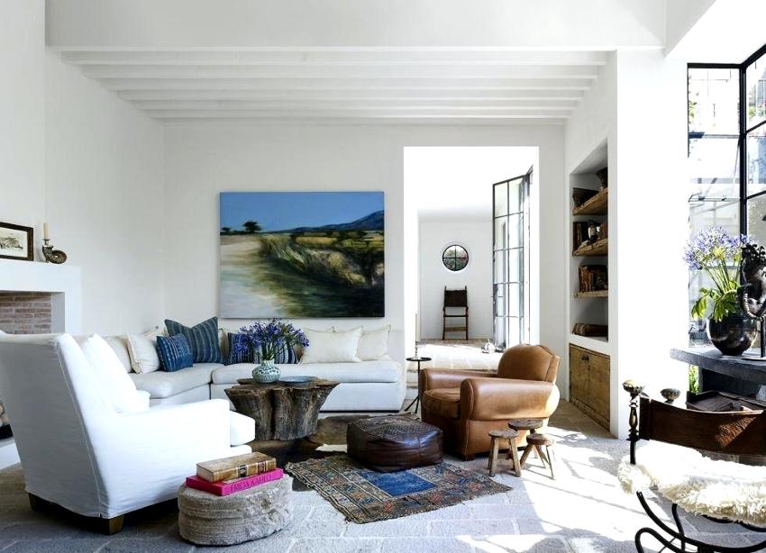 Лучшим вариантом для создания романтической обстановки в интерьере гостиной комнаты является стиль прованс