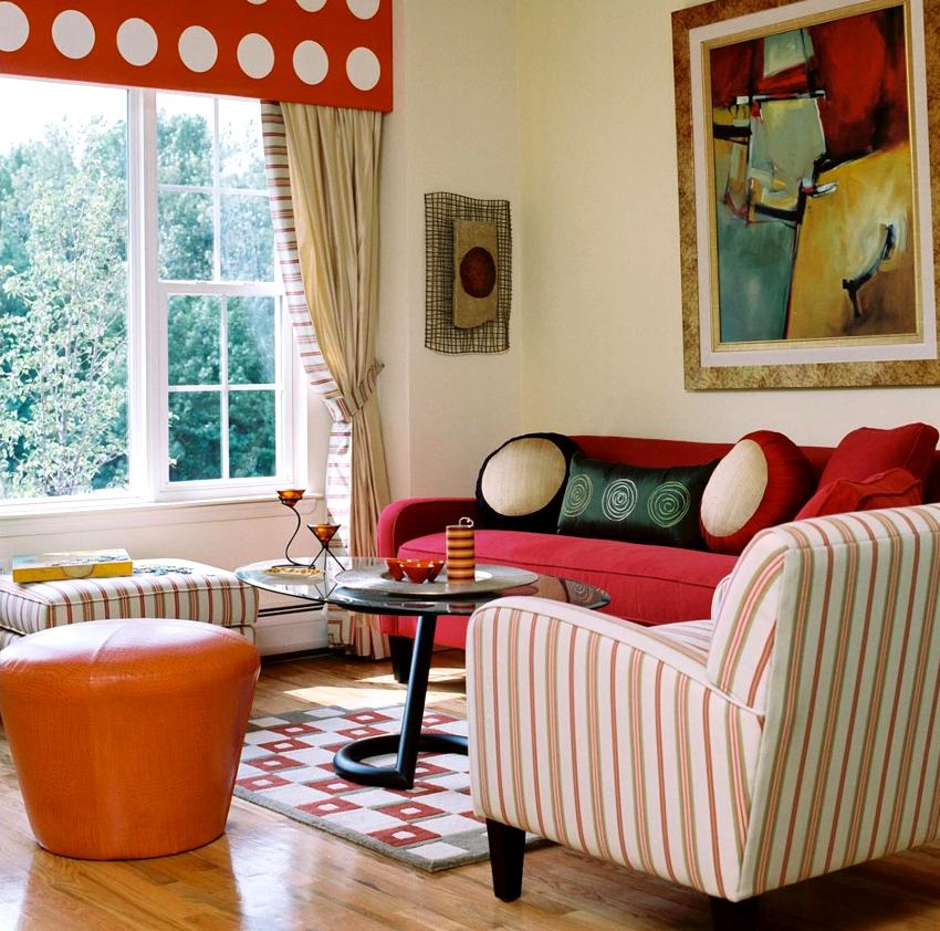 Выбирая мебель следует отдавать предпочтение малогабаритным изделиям, которые не занимают много места