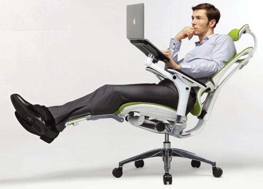 Очень важно присутствие механизма, обеспечивающего качание кресла