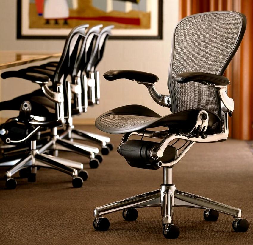 Задача ортопедического кресла – максимально правильно подстраиваться под строение позвоночника