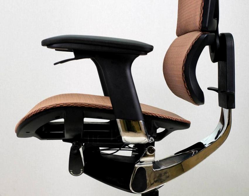 Механизм T-Synchro обеспечивает сразу несколько удобств: качание, регулировку спинки, жесткость наклона