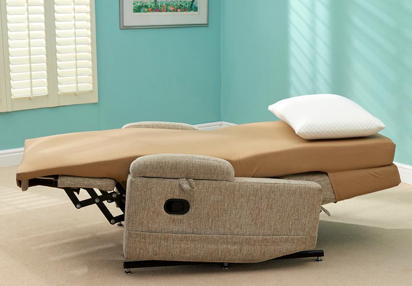 Кресло-кровать, оборудованное ортопедическим матрасом, способно идеально повторять изгиб позвоночника и обеспечивать комфортный сон
