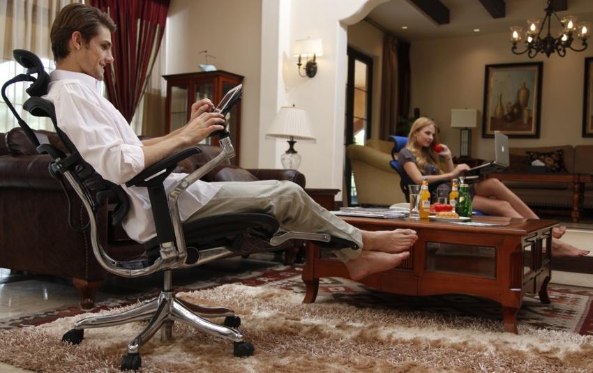 Благодаря оптимальной конфигурации и анатомической форме спинки, ортопедическое кресло снимает нагрузку с мышц и поддерживает все отделы позвоночника