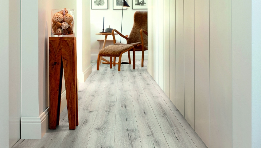 Plastic panels - one of the varieties of wall panels, which today are successfully used for arranging the hallway