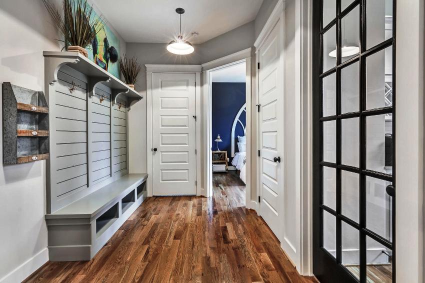 Так как в разных домах и квартирах планировка прихожих не одинаковая, то каждый отдельный ремонт требует особого подхода