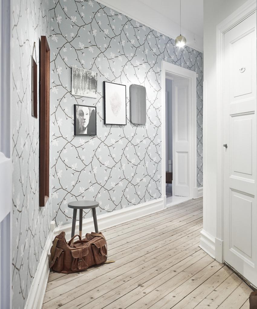 Главная проблема узкого коридора хрущевки заключается в том, что в нем сложно поместить мебель