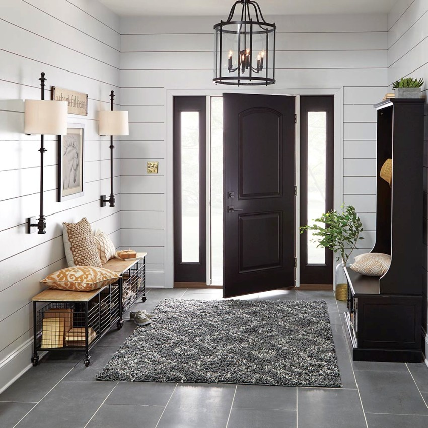 There are several common types of hallways to which certain interior design rules apply.