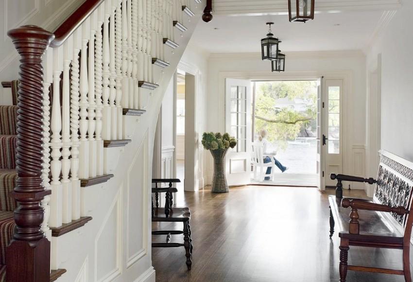 Главное в классическом интерьере не перенасытить прихожую излишним количеством мебели
