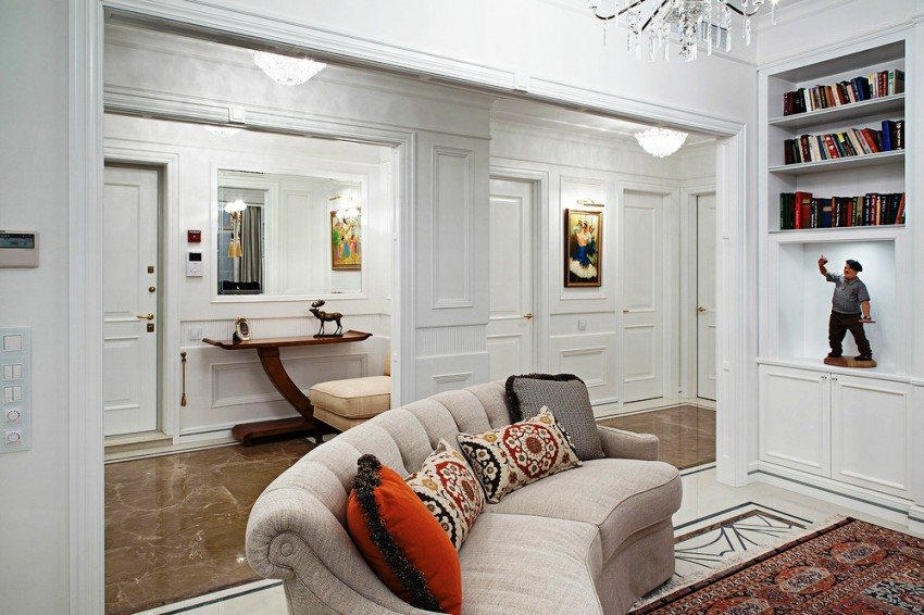 Прихожая, совмещенная с гостиной — популярный вариант планировки большого дома