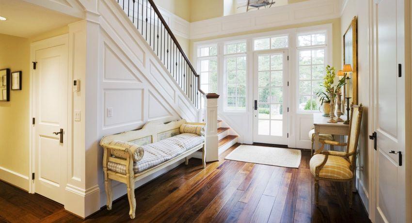 Мебель в классической прихожей должна быть выбрана согласно ряду признаков и с учетом некоторых особенностей