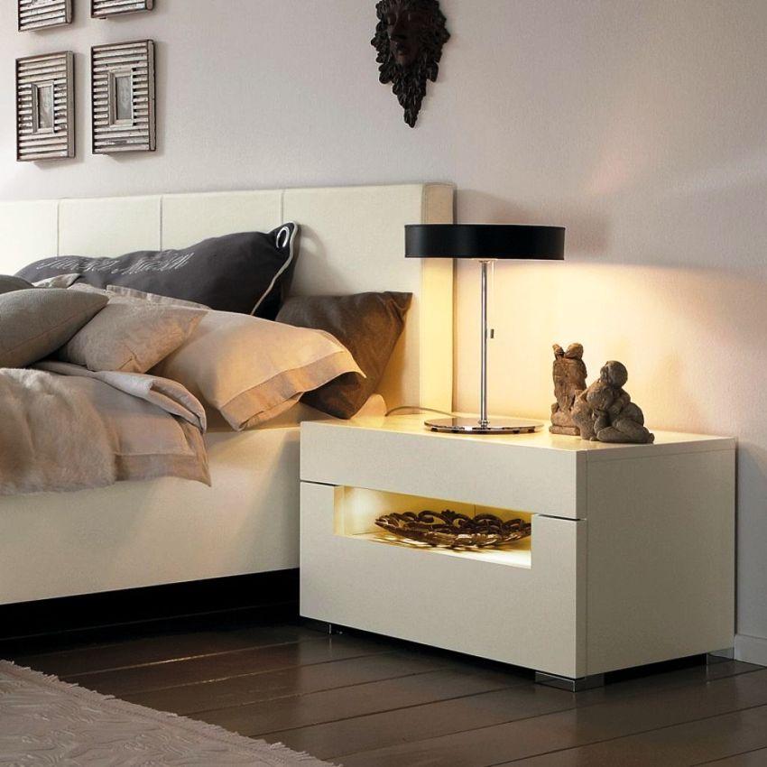 Высота прикроватных тумбочек не должна превышать высоту самой кровати