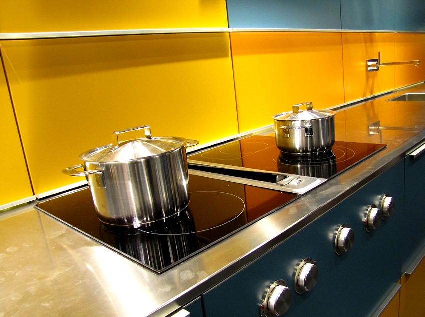 Стандартная ширина кухонной столешницы составляет - 60 см